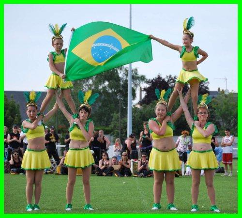 fête de lucé photo pyramide danse du brésil