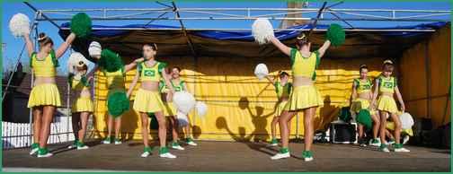 NEUVY danse des pompons